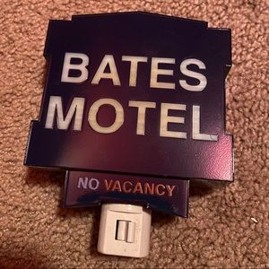 "Bates Motel ""No Vacancy"" Nightlight"